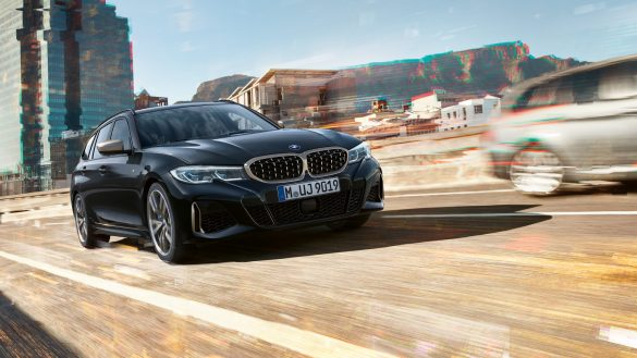 BMW M340i xDrive Touring von rechts vorne