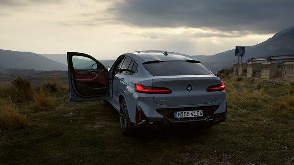 BMW X4 G02 Financial Services Brooklyn Grau Dreiviertel Heckansicht stehend 2021