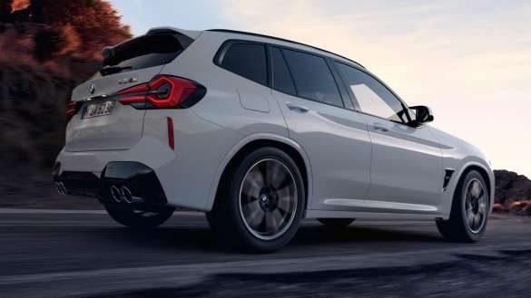 BMW X3 M F97 LCI Facelift 2021 M xDrive Alpinweiß setiliche Heckansicht Froschperspektive